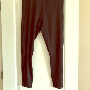 Like brand new! High waisted ultra cool spin pant